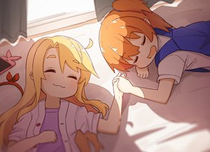 Rating: Safe Score: 29 Tags: 2girls blonde_hair cat_smile hair_ribbon himesaka_noa hoshino_hinata loli long_hair manse orange_hair phone school_uniform short_hair sleeping watashi_ni_tenshi_ga_maiorita! User: Xionglongztz
