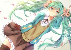Rating: Safe Score: 120 Tags: bow elise_(piclic) green_eyes green_hair hatsune_miku long_hair petals ribbons seifuku skirt thighhighs twintails vocaloid User: Flandre93