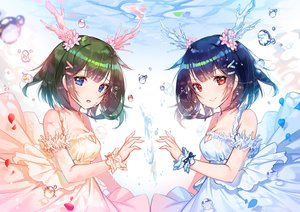 Rating: Safe Score: 81 Tags: 2girls applecaramel_(acaramel) blue_eyes blue_hair breasts bubbles cleavage dress green_hair horns original petals red_hair short_hair underwater water wristwear User: otaku_emmy
