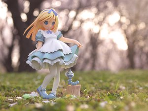Rating: Safe Score: 83 Tags: alice_(wonderland) alice_in_wonderland blonde_hair blue_eyes dress figure lolita_fashion photo pop User: 秀悟