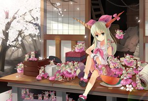 Rating: Safe Score: 133 Tags: blue_eyes cherry_blossoms chibi food gray_hair horns ibuki_suika petals touhou wink User: Maboroshi