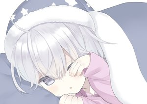 Rating: Safe Score: 24 Tags: bed capriccio close gray_eyes gray_hair hat loli original polychromatic wink User: BattlequeenYume