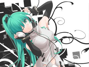 Rating: Safe Score: 233 Tags: elbow_gloves gloves green_eyes green_hair hatsune_miku headphones long_hair nanaku_teiru ponytail vocaloid wink wristwear User: FormX