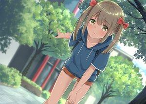 Rating: Safe Score: 62 Tags: blush bow brown_hair hoodie loli mikoillust original short_hair shorts tree twintails yellow_eyes User: RyuZU