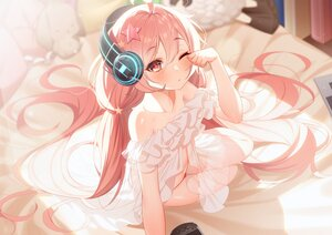 Rating: Safe Score: 89 Tags: bed blush evante_(red:_pride_of_eden) game_console headphones long_hair pink_eyes pink_hair red:_pride_of_eden the_cold wink User: Dreista