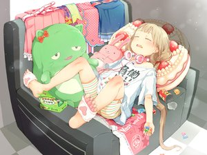 Rating: Safe Score: 64 Tags: blonde_hair candy futaba_anzu gomennasai headphones idolmaster idolmaster_cinderella_girls loli long_hair shorts sleeping twintails User: BattlequeenYume