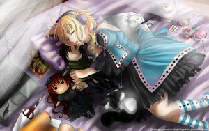 Rating: Safe Score: 57 Tags: bed goth-loli headphones lolita_fashion tagme User: mikucchi