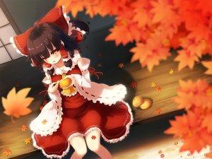 Rating: Safe Score: 82 Tags: autumn food fruit gengetsu_chihiro hakurei_reimu japanese_clothes leaves miko orange_(fruit) touhou User: luckyluna