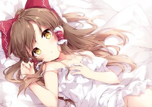 Rating: Questionable Score: 99 Tags: bed bow brown_hair close dress hakurei_reimu long_hair mochizuki_shiina nopan summer_dress touhou yellow_eyes User: otaku_emmy