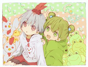 Rating: Safe Score: 29 Tags: 2girls animal blush frog green_eyes green_hair loli original pink_eyes skirt twintails white_hair User: TomomiSuzune