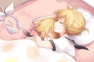 Rating: Safe Score: 28 Tags: bed blonde_hair headphones hug kagamine_len kagamine_rin kuroi_(liar-player) male short_hair signed sleeping vocaloid User: FormX