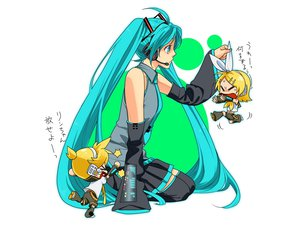 Rating: Safe Score: 73 Tags: chibi hatsune_miku kagamine_len kagamine_rin mknown vocaloid white User: anaraquelk2