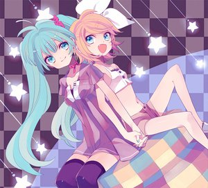 Rating: Safe Score: 43 Tags: hatsune_miku kagamine_rin twintails vocaloid User: HawthorneKitty