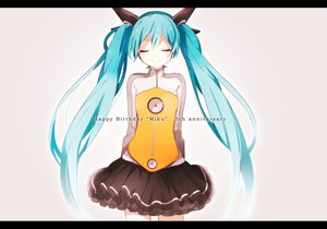 Rating: Safe Score: 104 Tags: hatsune_miku odds_&_ends_(vocaloid) tama_(songe) vocaloid User: FormX