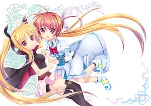 Rating: Safe Score: 52 Tags: 2girls blonde_hair brown_hair cape fate_testarossa long_hair mahou_shoujo_lyrical_nanoha mahou_shoujo_lyrical_nanoha_the_movie_1st red_eyes ribbons takamachi_nanoha thighhighs twintails wa_sakaidera_umeko User: Dust