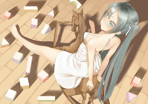 Rating: Safe Score: 132 Tags: hatsune_miku throtem vocaloid User: luckyluna