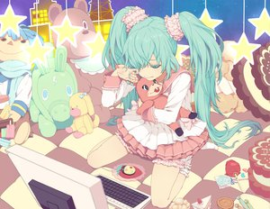 Rating: Safe Score: 61 Tags: hatsune_miku kaito lots_of_laugh_(vocaloid) nayu vocaloid User: Maho