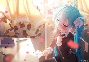 Rating: Safe Score: 44 Tags: aqua_hair bai_yemeng blue_eyes blush bow hatsune_miku long_hair petals seifuku signed thighhighs twintails vocaloid User: RyuZU