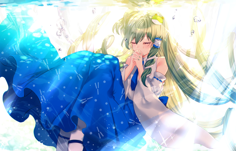 bubbles green_hair japanese_clothes kochiya_sanae long_hair miko sadao4a tears tie touhou underwater water